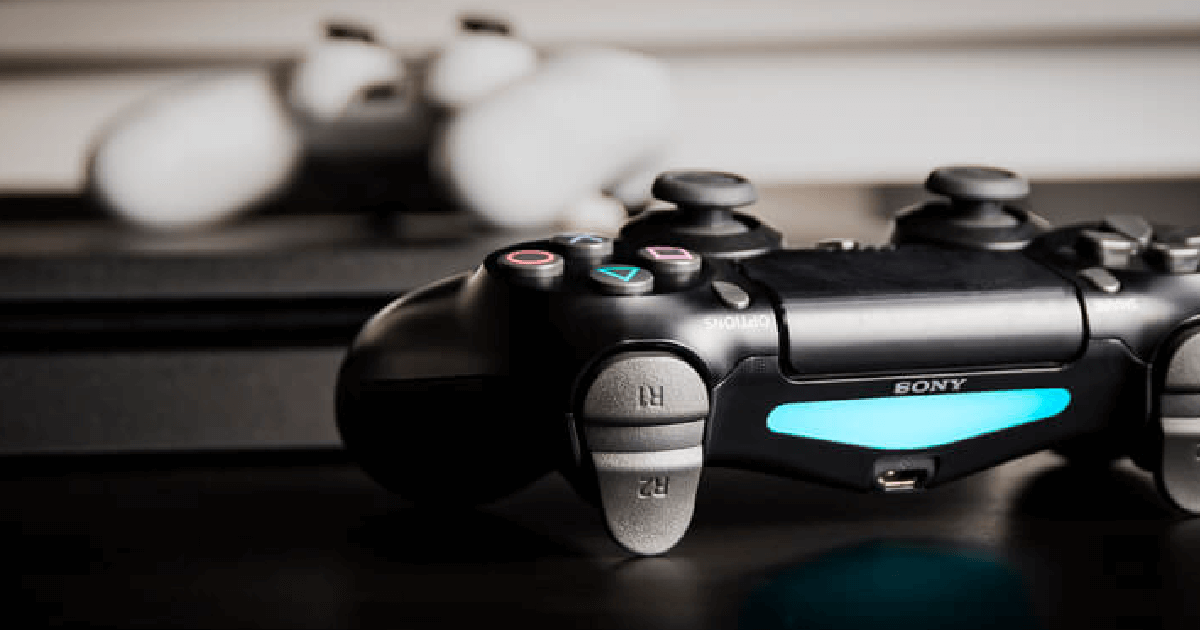 Black and white Playstation 5 controllers side by side; take a look at the trends in the gaming industry that will drive the electronic components market in 2021 here at Sourcengine.